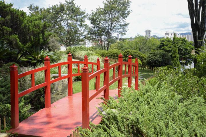 Ponte vermelha do Jardim Botânico